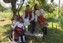 """Фолклорна формация """"Огоста"""" с грамота от фолклорен фестивал"""
