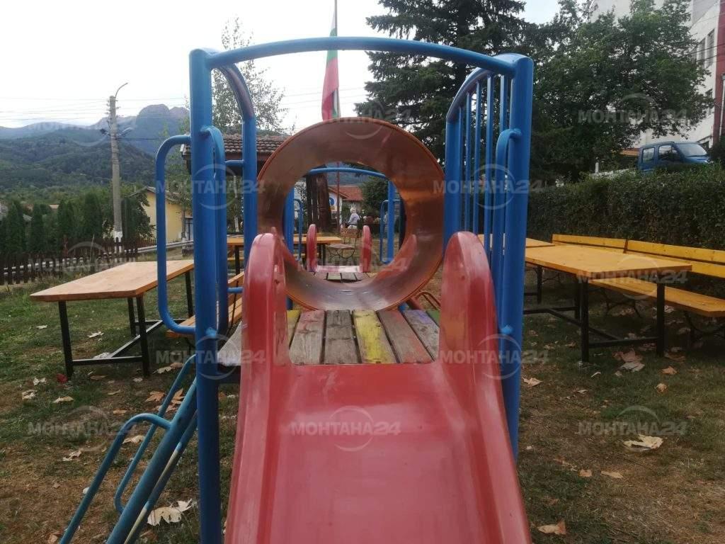 Спанчевци - селото със цветни алеи и специално кътче за децата