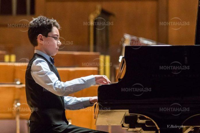 Първо място и златен медал получи талантлив пианист от Монтана