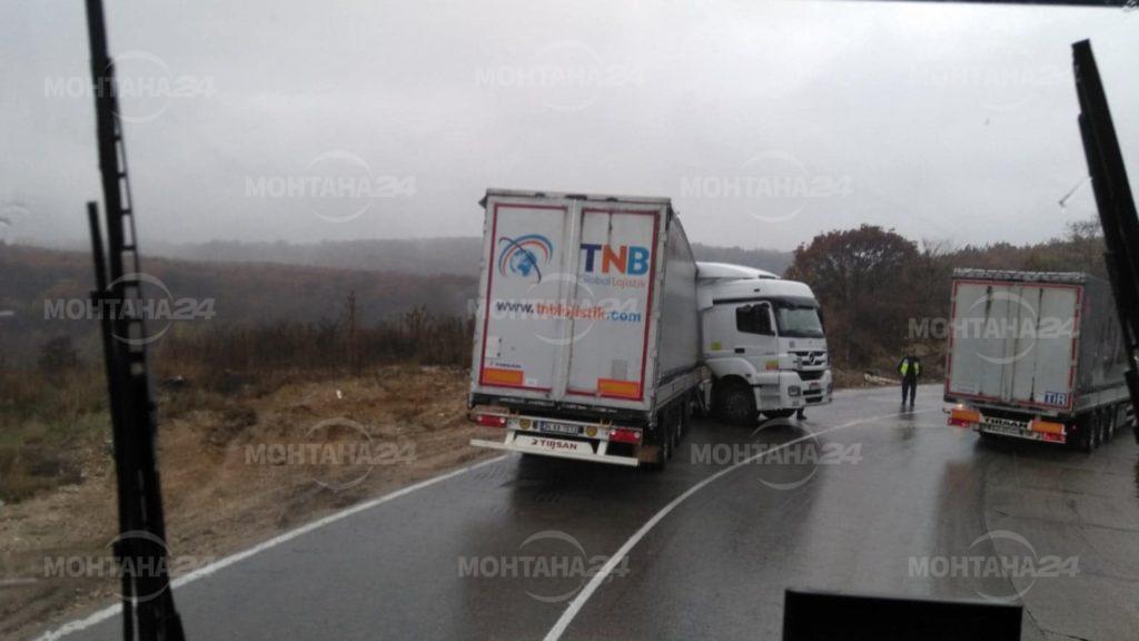 Три катастрофи с тежкотоварни автомобили за час по Е79