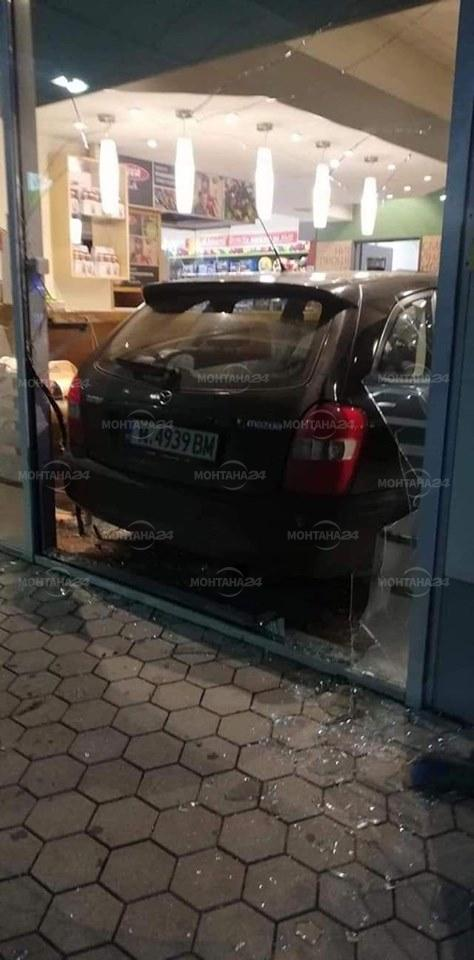 Кола се вряза в бензиностанция в Берковица