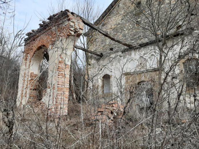 Почистване на църквата в село Живовци организират ентусиасти
