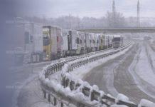 Десетки тирове са блокирани край Монтана, затвориха училища