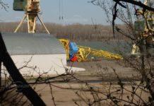 Падна кран на пристанището в Лом