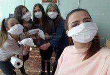 Ученици от Вършец сами си изработиха предпазни маски
