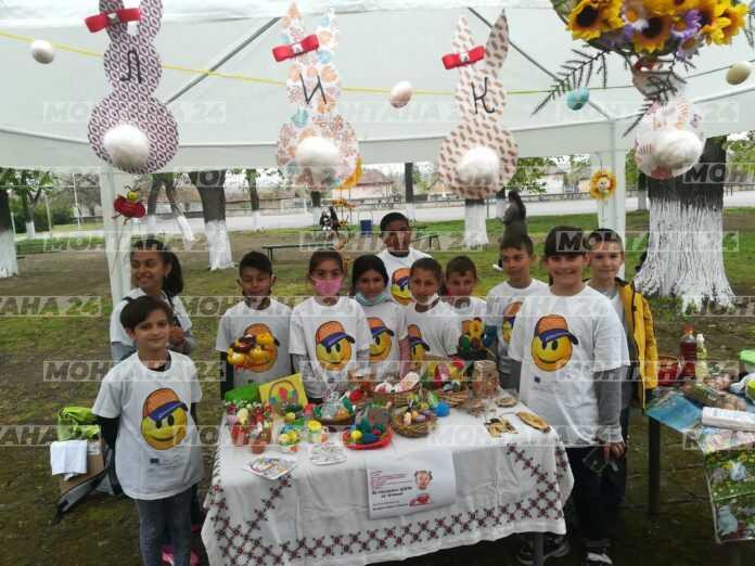Ученици от Лехчево боядисваха яйца в помощ на болно дете от Враца