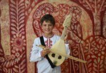 Дейми от Колорадо започна да свири на гъдулка в Монтана